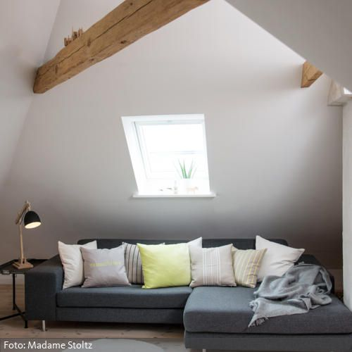 Gemütliches Ecksofa im Wohnzimmer mit Dachbalken Dachbalken - gemtliche ecksofas