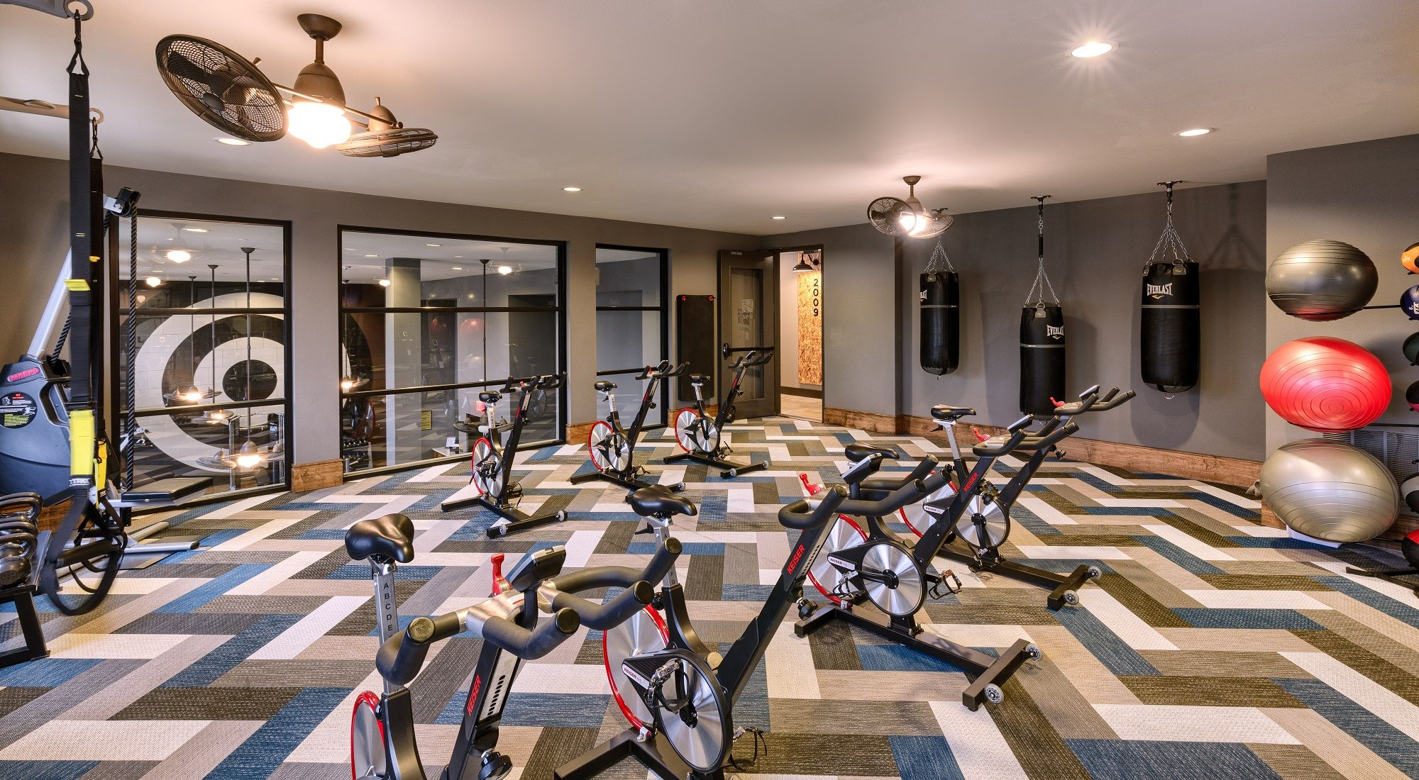 Aura Cedar Contemporary Apartment Living In Uptown Dallas Texas Fitness Center Design Contemporary Apartment Luxury Apartments