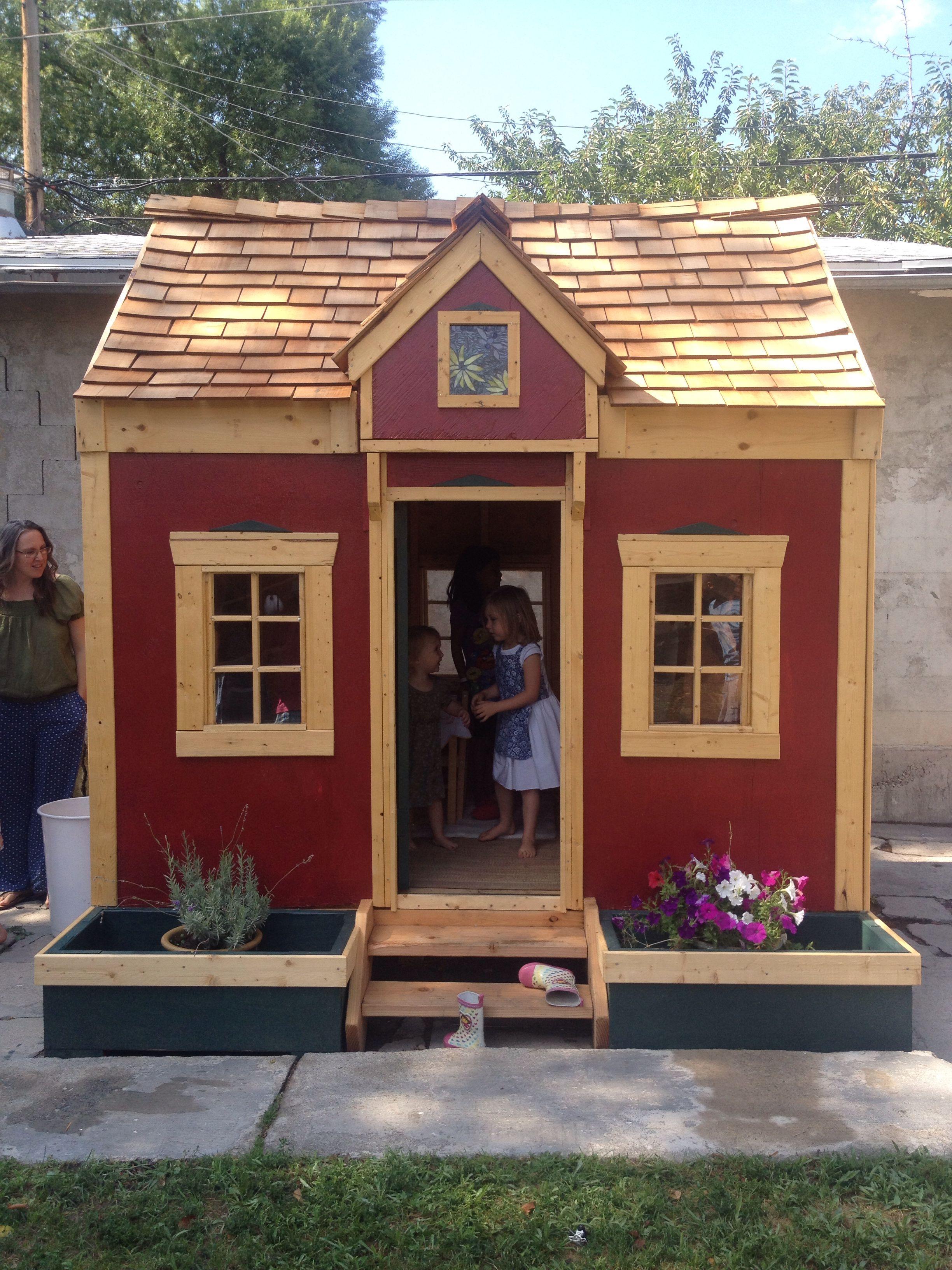 Mini play house, so cute for the kids!!! ❤️