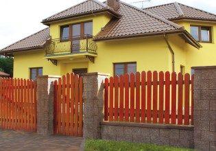 ploty zo štiepaných betónových blokov - hnedy