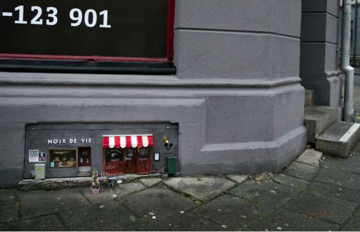 In Zweden zijn er op straat kleine restaurants en winkeltjes gemaakt, speciaal voor de muizen