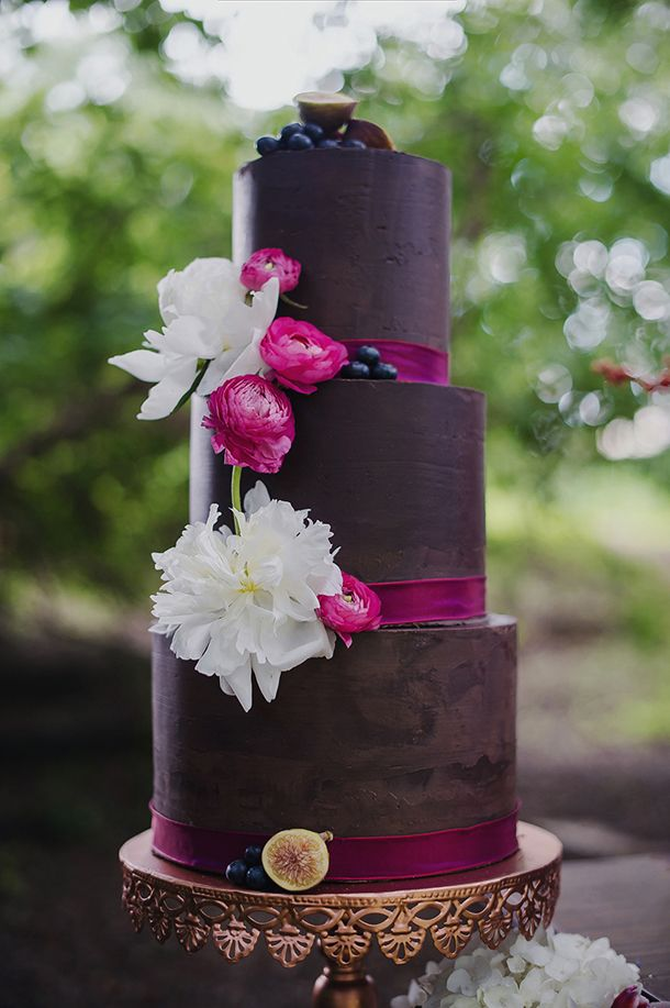 Top 20 Wedding Cakes of 2015 | SouthBound Bride | http://www.southboundbride.com/best-of-2015-cakes | CREDITS- Cake designer: Pippa and Polly Cakery | Photography: Gingerale Photography | Styling: Absolute Perfection