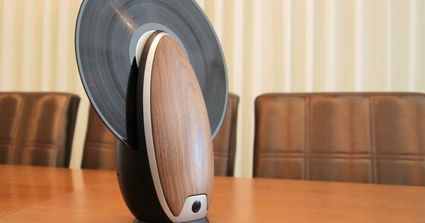 Roy Harpaz Designs An Egg-Shaped Vertical Record Player #music
