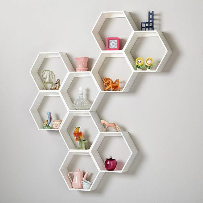 diy wandregal kinderzimmer wei e regale kleine figuren st hle blumen teller wecker wanddeko. Black Bedroom Furniture Sets. Home Design Ideas