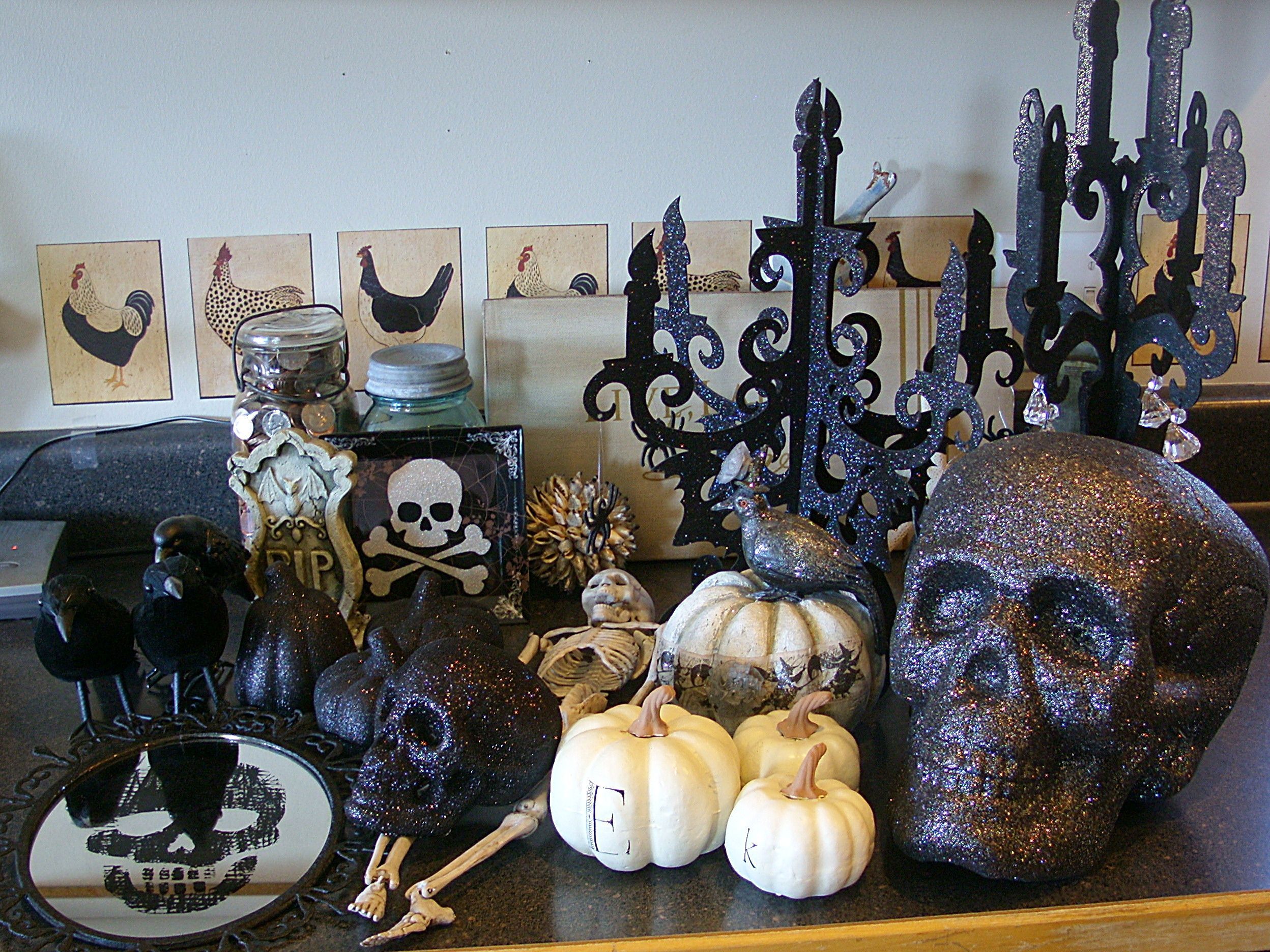 Holiday decorations! Pinterest Home, The o\u0027jays and Skulls - Office Halloween Decor