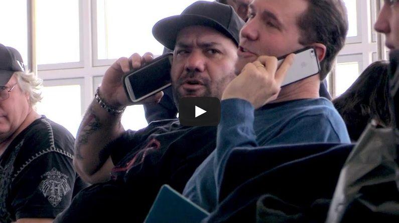 So Funny!  Airport Cell Phone Crashing Prank! - http://www.mustwatchnow.com/funny-airport-cell-phone-crashing-prank/