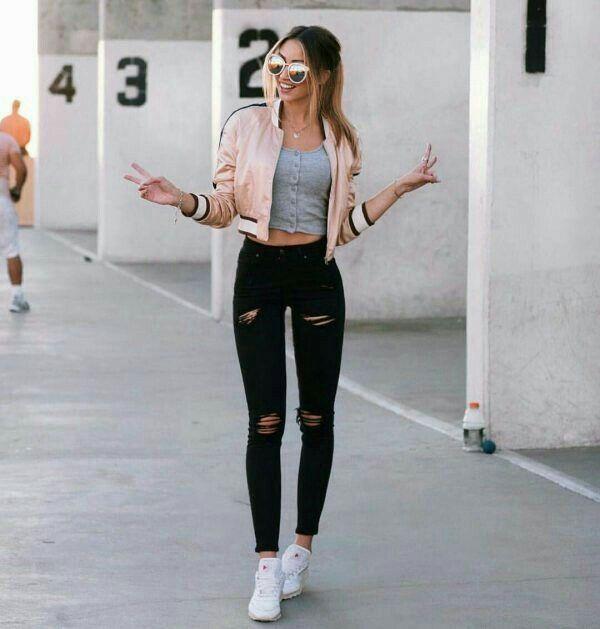 Casual y cu00f3moda. Jeans negros rasgadoscrop gris bomber rosa palo y tennis blancos | outfit ...