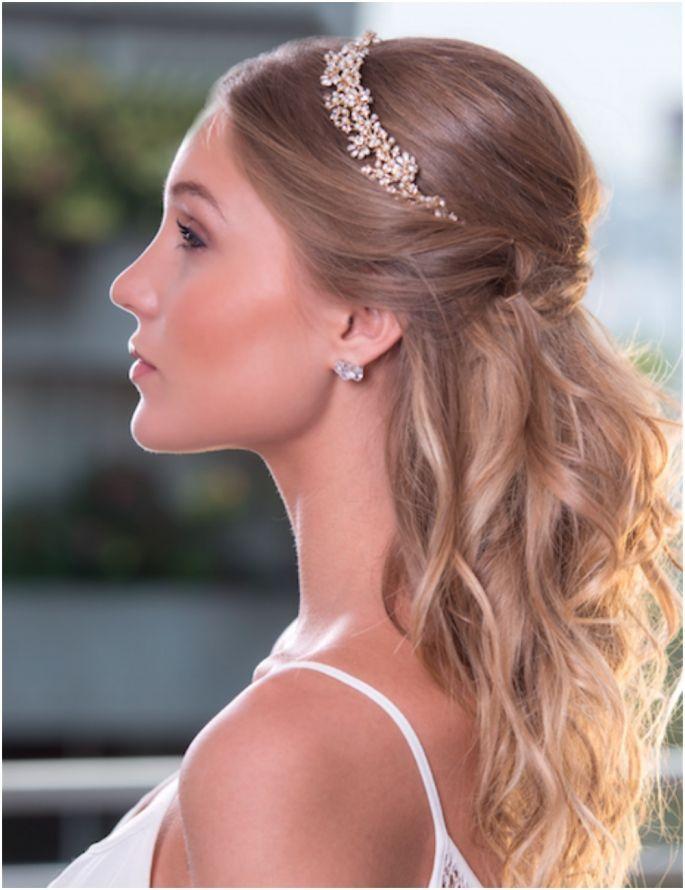 Perfecto peinados con diadema Fotos de estilo de color de pelo - Estilo Novia | Peinados con tiara, Peinados para boda ...