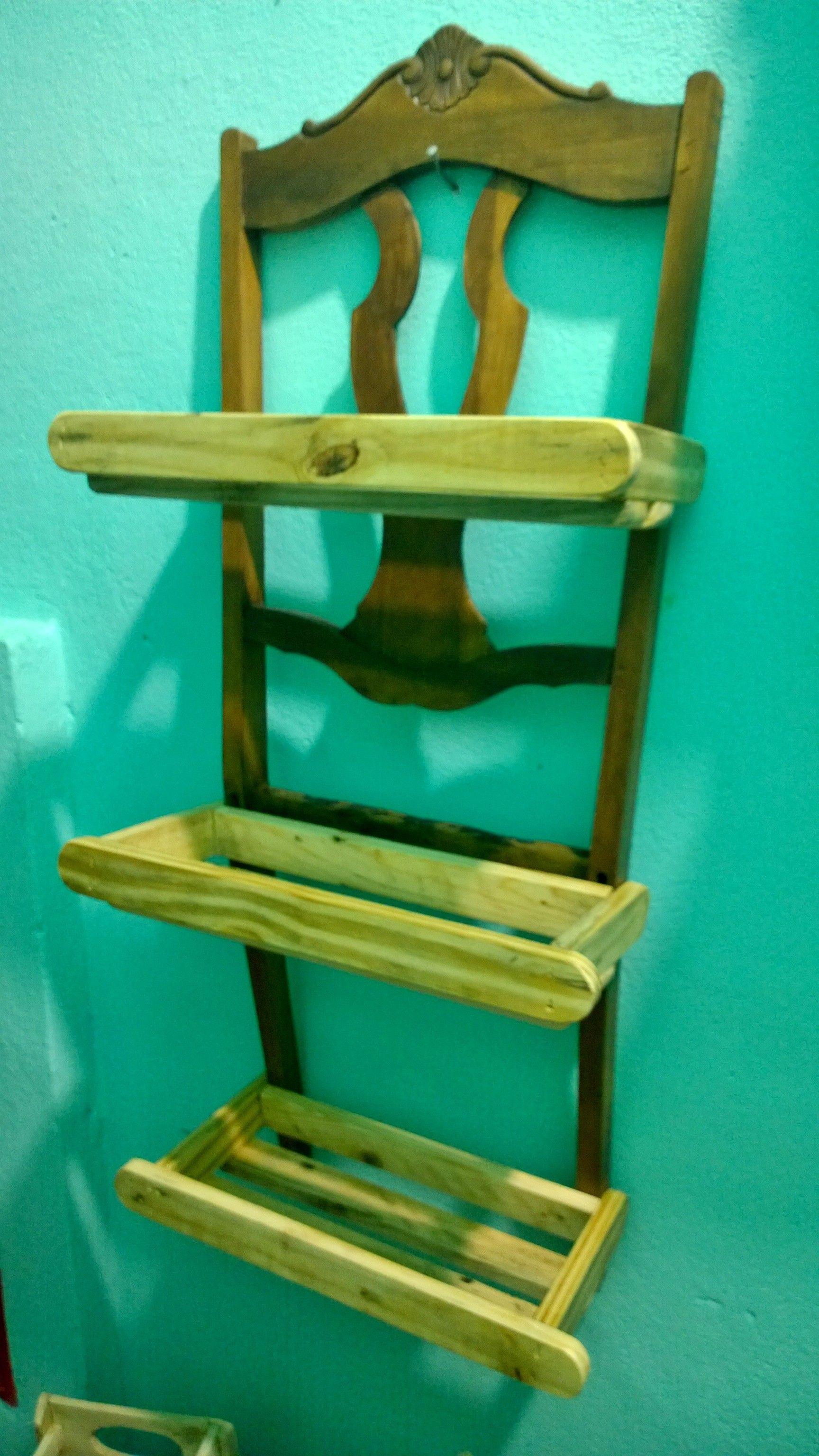 Floreira de parede feita de encosto de cadeira e pallets! Transformação total!