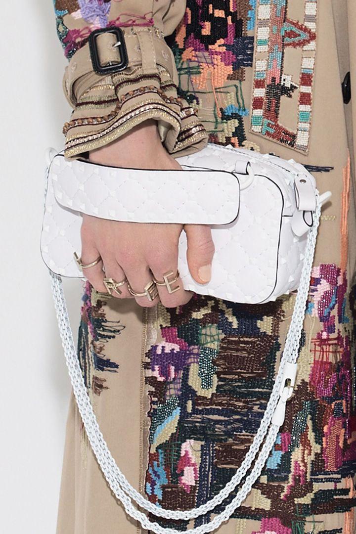 Estos son los bolsos que nos enamoran. Bolsos de mano, bandoleras, shoppers o riñoneras. Aquí encontrarás la inspiración para esta temporada.