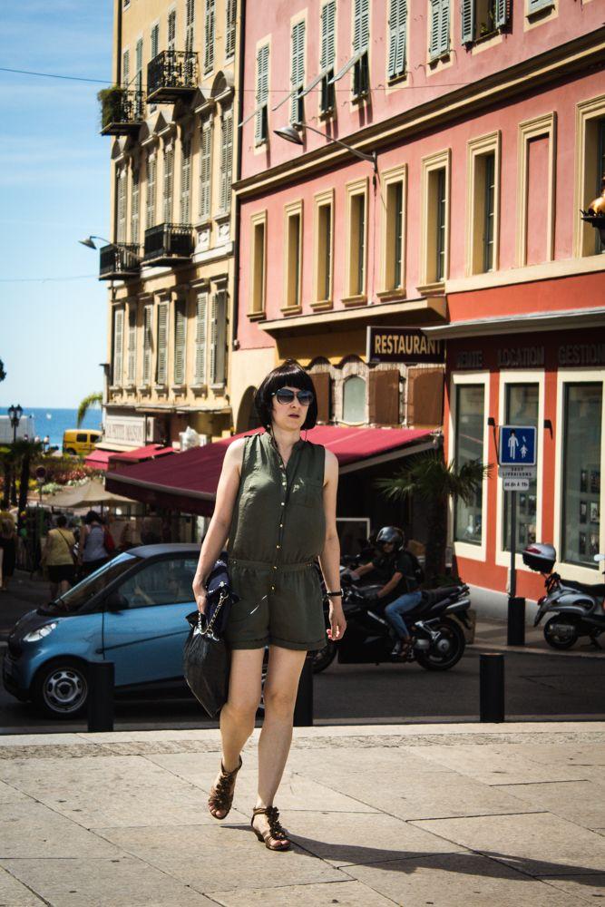 니스는 프랑스 남부의 항만 도시로 프랑스의 지중해 연안에 위치해 있다. 마르세유와 제노바 사이에 위치해 있으며, 인구는 119만 7,751명이다. 이 도시는 주요 관광 지역이며 프랑스 리비에라의 중심지이다.  니스(Nice), 꼬뜨 다 쥐르(Côte d'Azur)의 중심 도시 빛, 색, 맛의 고장   * 니스(Nice), 꼬뜨 다쥐르의 주도  창조, 활기, 열정, 특별함, 변화... 이 모든 수식어로도 부족한 도시가 니스다. 문화의 도시로 거듭나고 있는 세계적인 휴양지 니스는 단순한 휴식 이상의 것을 제공한다.
