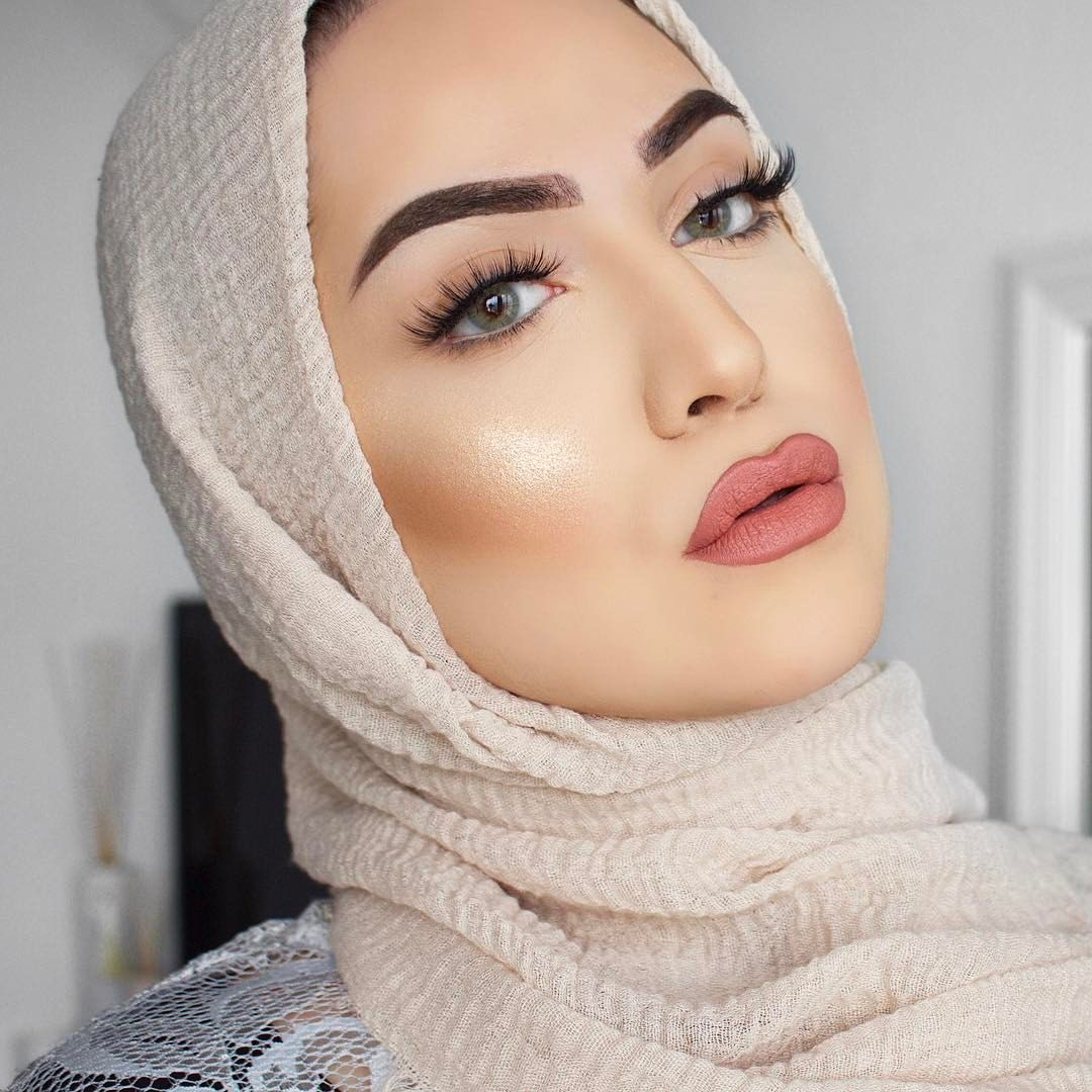 "1,529 Likes, 27 Comments - Shaima Sleiman (@lepetitbeirut) on Instagram: ""🌞MOTD! Skin: @nyxcosmeticsnl Drop foundation 07 🖤 Bronzed @benefitcosmetics @benefitnetherlands…"""