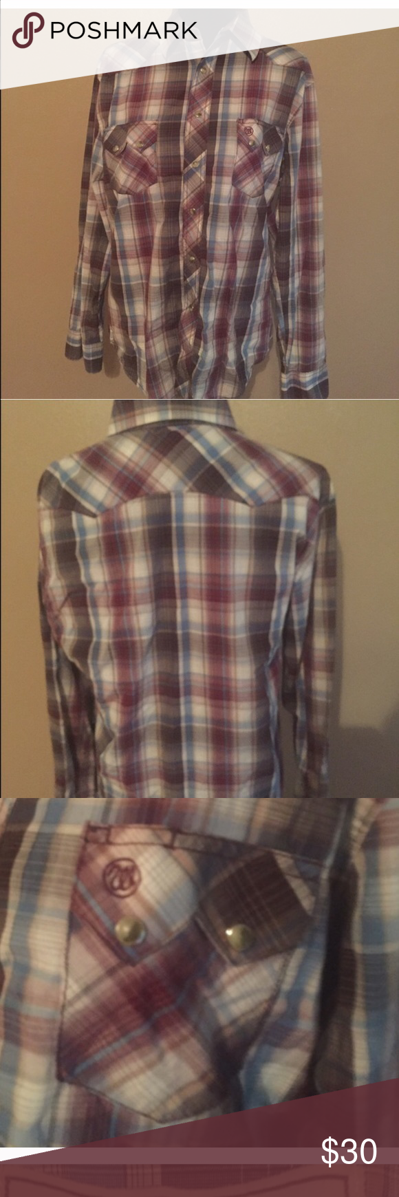 Wrangler American cowboy snap up large Wrangler very good condition snap up. Has pearlized snaps. 21 armpit to armpit and 28 shoulder to hem. We have other similar listings for sale. Bundle and save ! Wrangler Shirts Casual Button Down Shirts