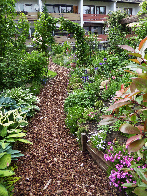 Ein Reihenhausgarten scheint auf den ersten Blick nicht ideal, um daraus ein Gartenparadies zu gestalten. Wir verraten Euch, wie das doch geht!  #Gärtnern #Garten #Reihenhausgarten #Gartengestaltung