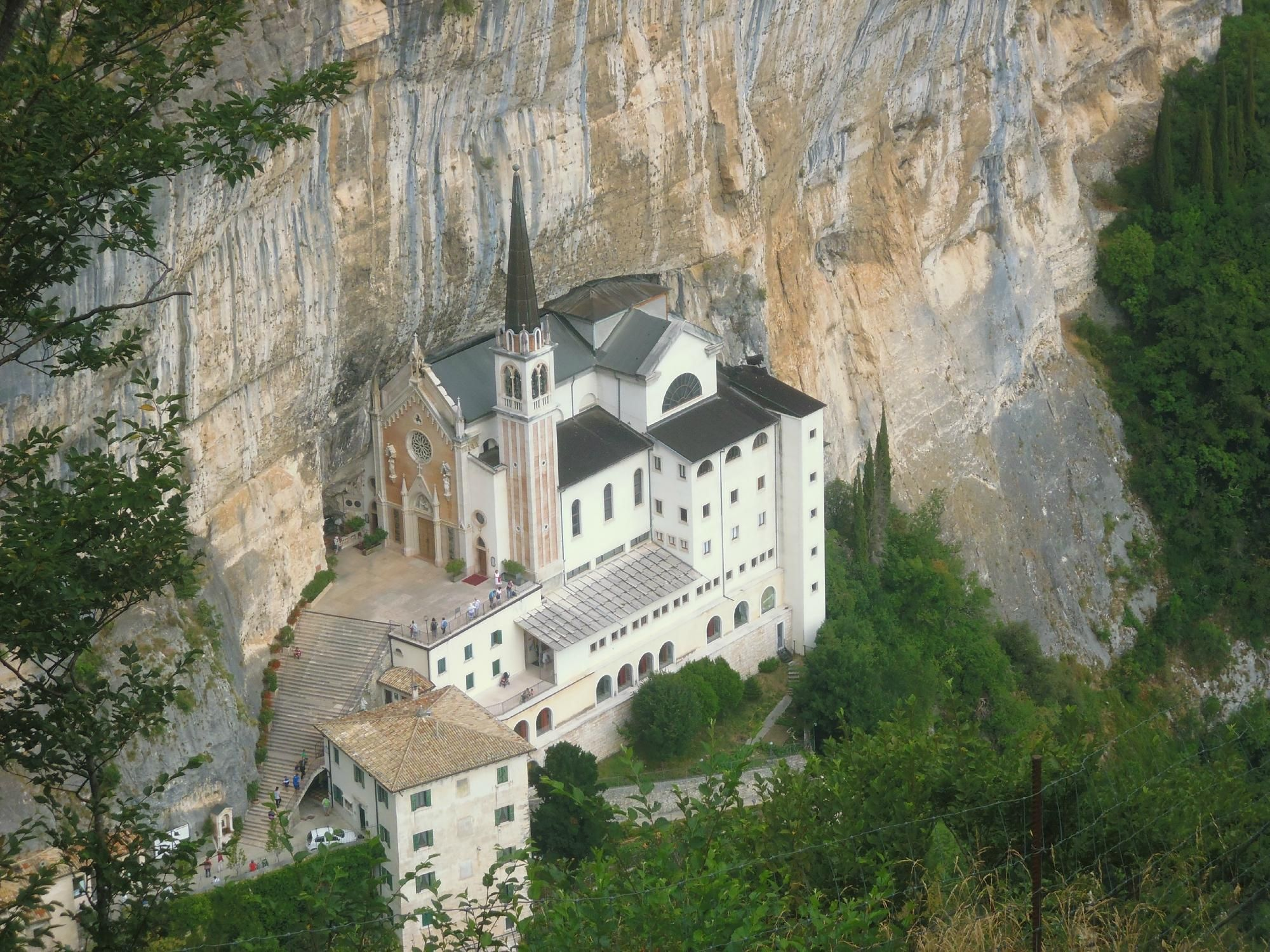 Santuario basilica madonna della corona ferrara di for Santuario madonna della corona