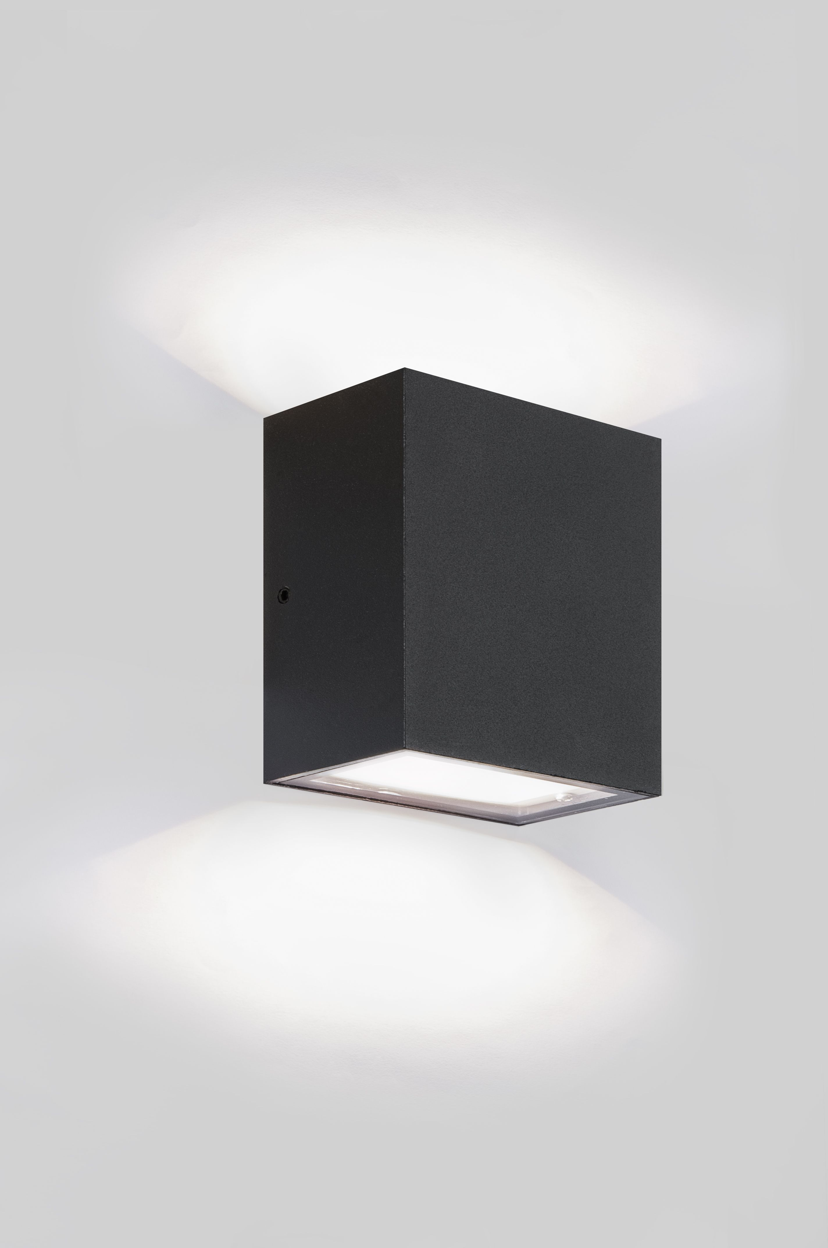 eclipse square wandlamp voor buiten tuinverlichting collectie 2018 werpt prachtige lichtbundels op de gevel