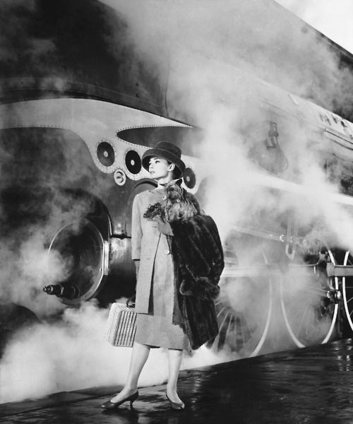 'Funny Face' train outfit. Hepburn