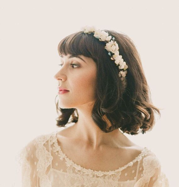 14 Stylish Chic Hair Accessories For Bridal Bob Or Lob Bridal Hair Accessories Flower Best Wedding Hairstyles Trendy Wedding Hairstyles