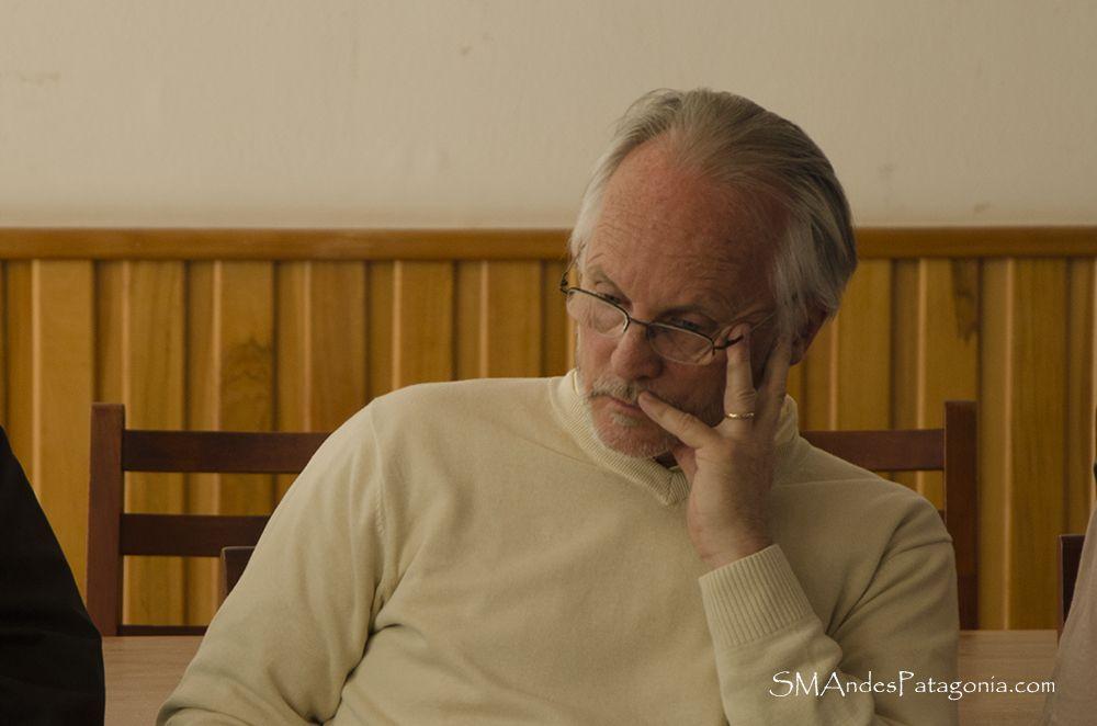 http://smandespatagonia.com.ar/index.php/categorias/63-educacion/2588-momentos-de-tension-en-la-manifestacion-de-la-escuela-352