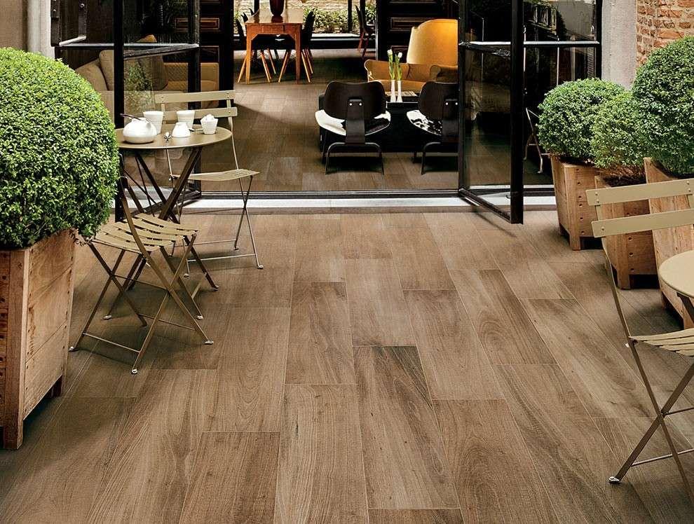 Pavimento in finto legno per esterni nel in terrazza