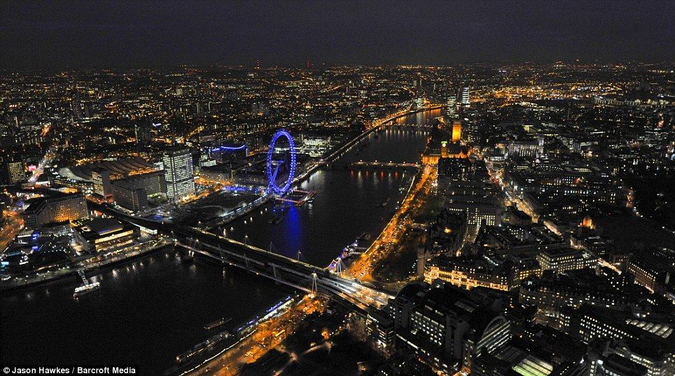 Bright Light City Astonishing Views Of London S Landmarks Which Twinkle As The Sun Sets Over The Capital London Night London Town London