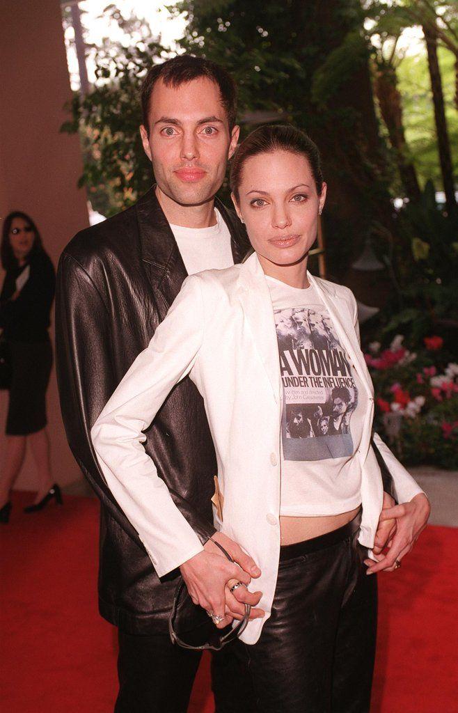 Angelina Jolie and brother James kiss, 2000 - Photos