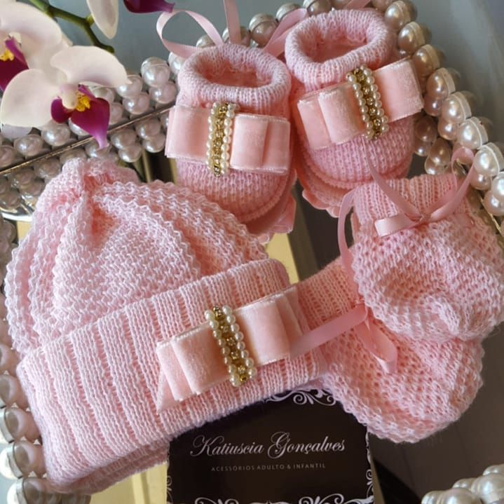 256bacd4d Kit Luxo RN😻 #rn #bebe #itsagirl #babygirl #mundocorderosa #veludo  #outonoinverno #touca #laços #laçoboutique #lacinho #lacos #lacinho…