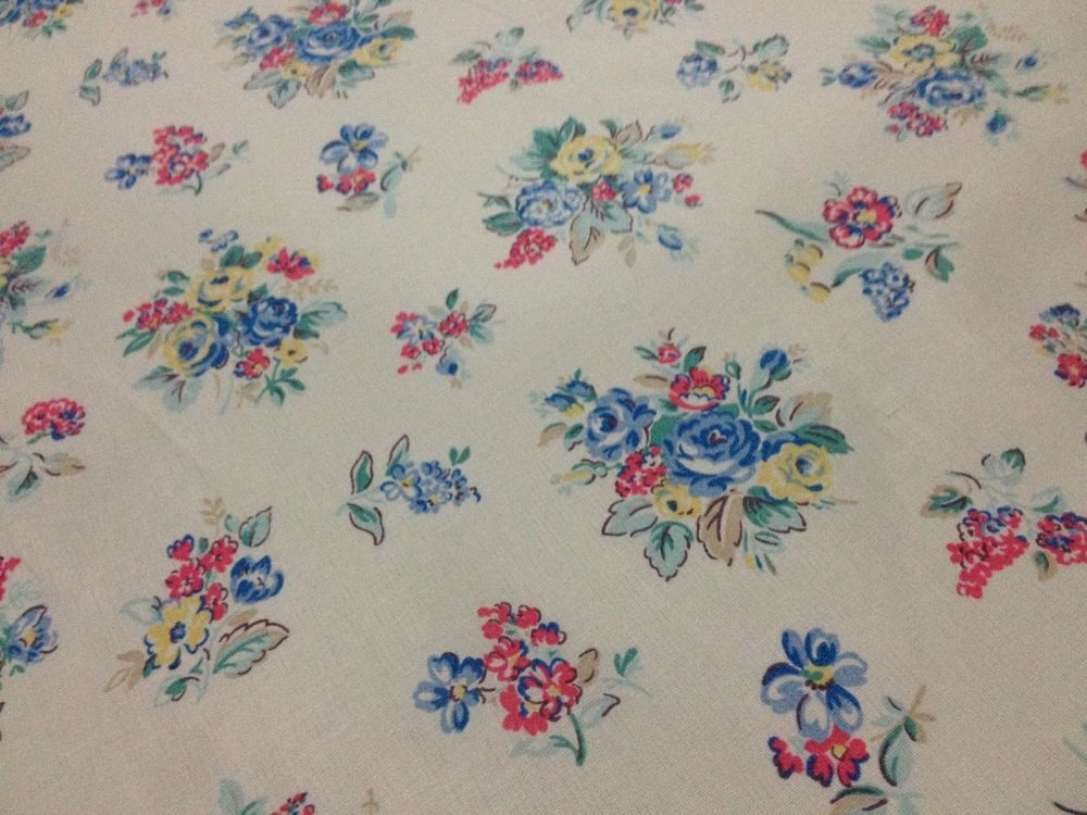 Cath Kidston 100/% Cotton Duck Fabric per metre Apple Ditsy Red