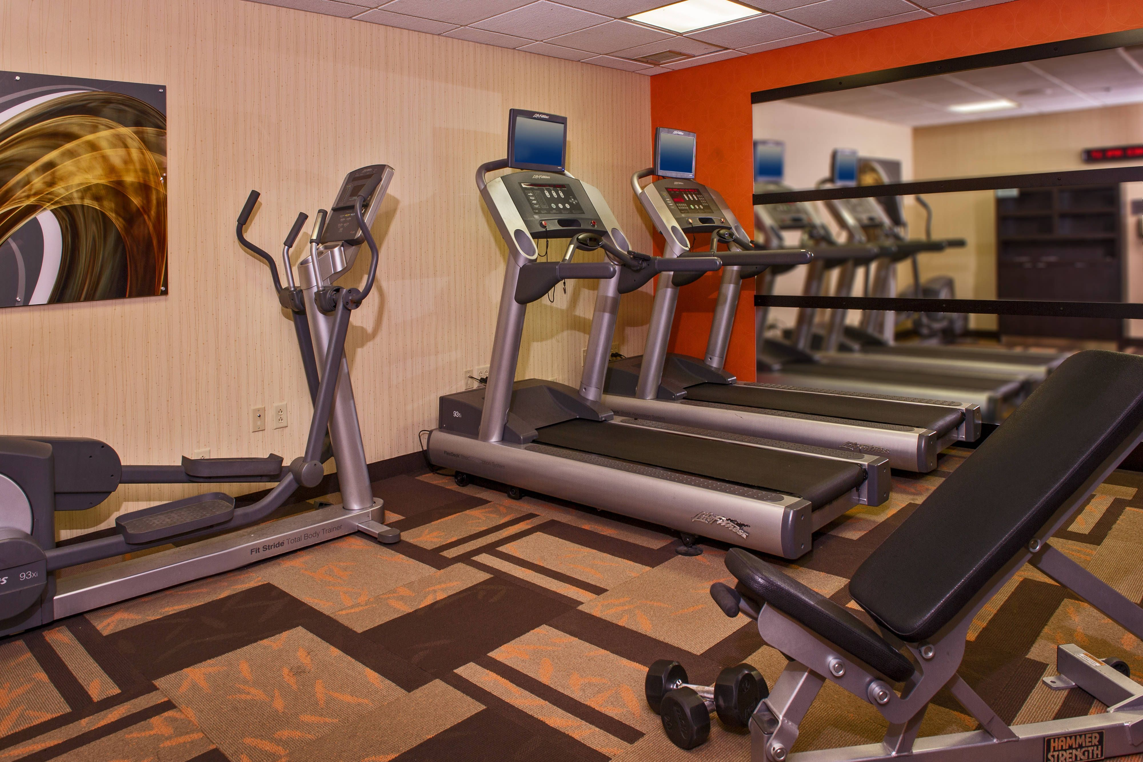 Courtyard Richmond West Fitness Center Comfort Hotel Holidays