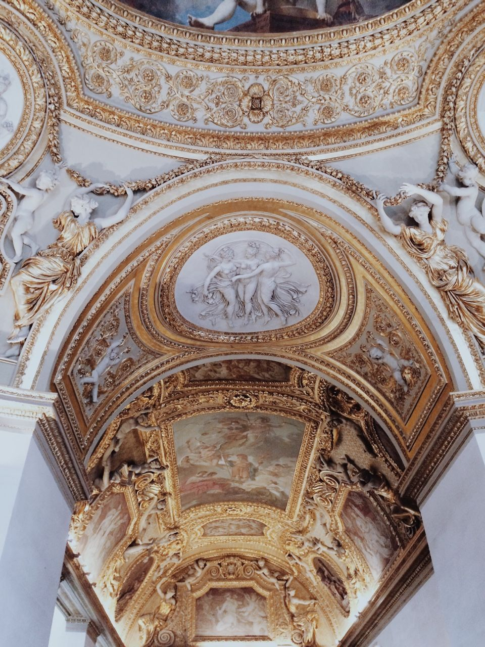 Httpchateau de luxetumblrpost115971006683via chateau de white and gold ceiling dailygadgetfo Gallery