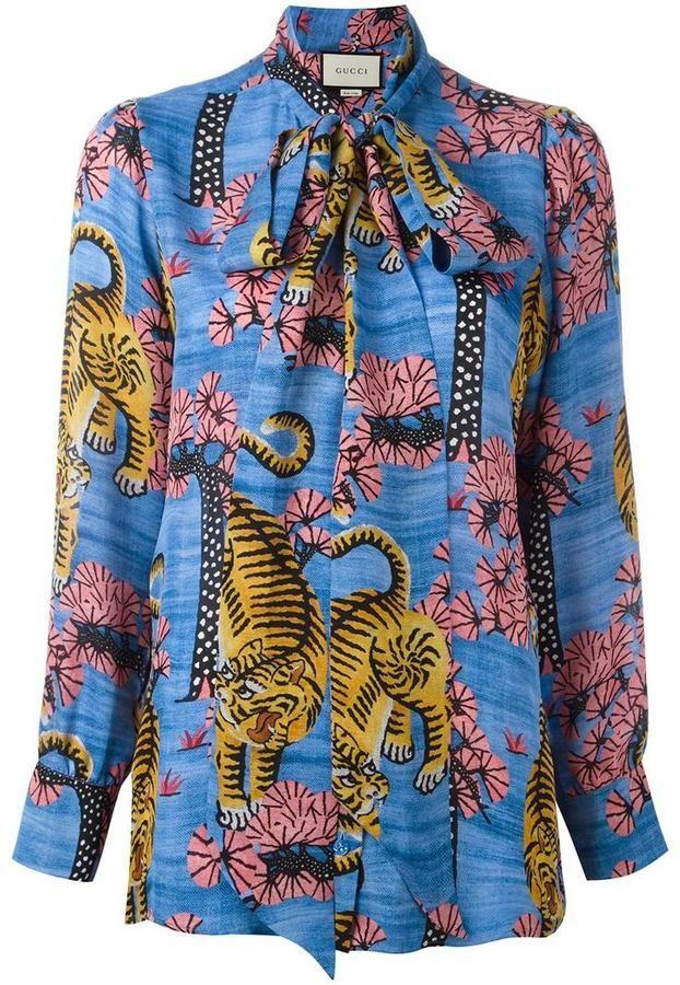 cb7daca189fe0 Gucci blouse imprimée Bengal. Gucci blouse imprimée Bengal Gucci Shirt Women  ...