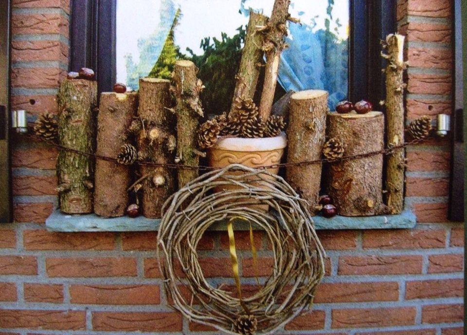 Herbst Deko Mit Holz Fur Die Fensterbank Herbstdeko Natal