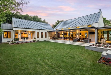 Metal Roofs Are Becoming Increasingly Popular With Many Savvy Homeowners And It S Not Ha Modern Farmhouse Exterior Contemporary Farmhouse Metal Building Homes