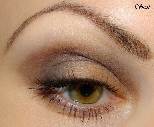 Eye make-up with GOSH Trio Eye Shadow, TR 2 Smoky