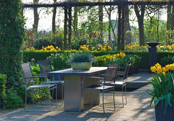 Gartenmobel Reinigen Und Richtig Pflegen Ratgeber Obi Gartenmobel Gartengestaltung Cottage Garten