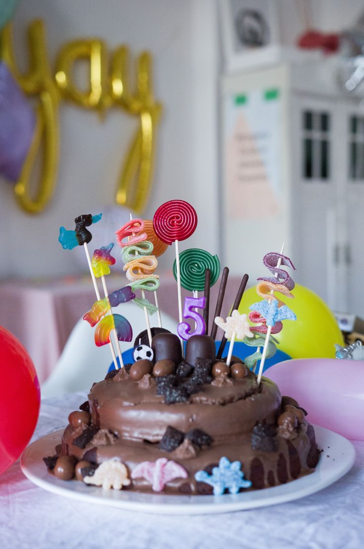 Schokokuchen zum Geburtstag – Easy Peasy Candy Cake – KIDS // PARTY