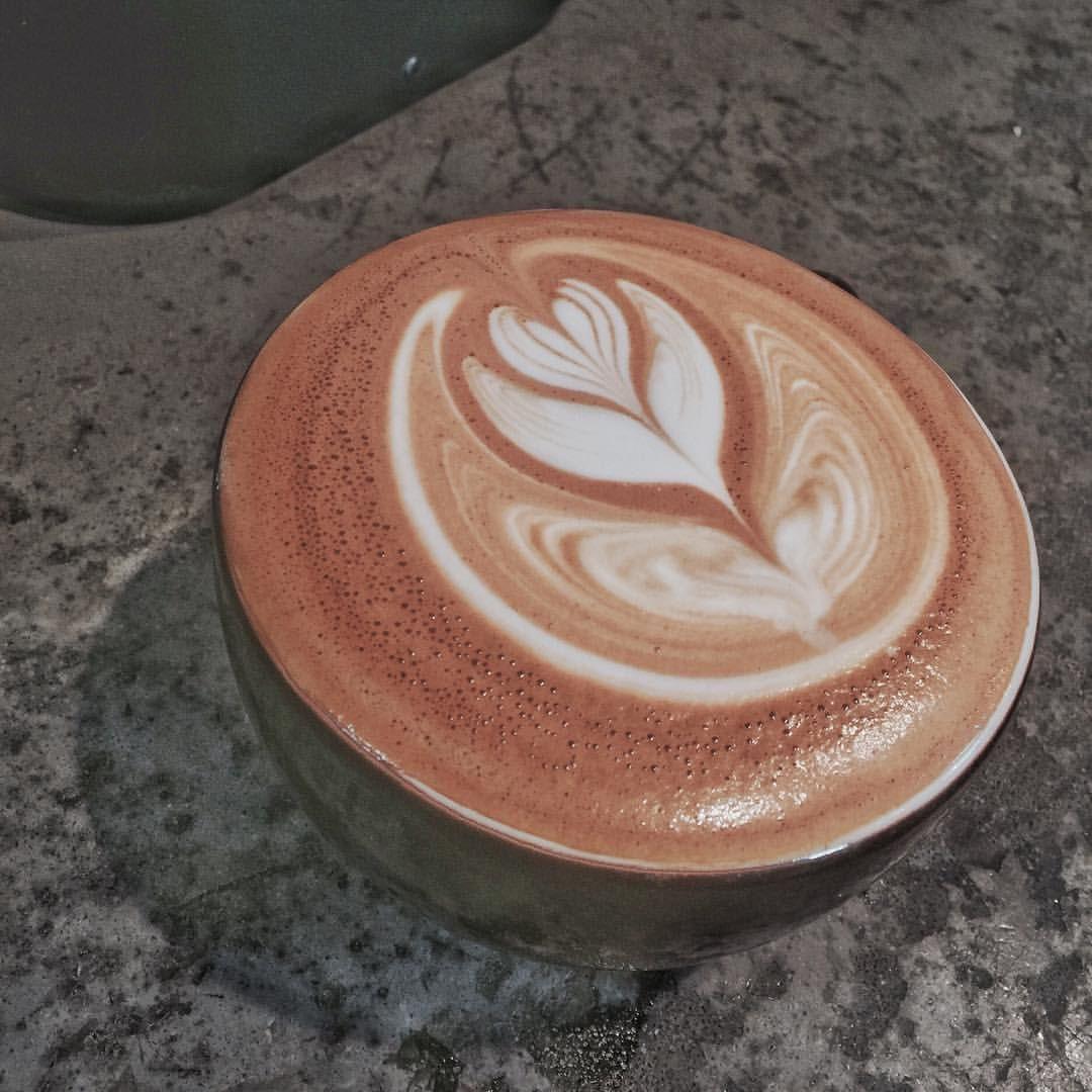 Magic of time #coffee #coffeetime #latte #latteart #daily #dc #dmv #barista #baristalife #라떼 #라떼아트 #바리스타 #커피 #커피스타그램 #미국 #디씨 #데일리 #일상 #バリスタ #ラテアート