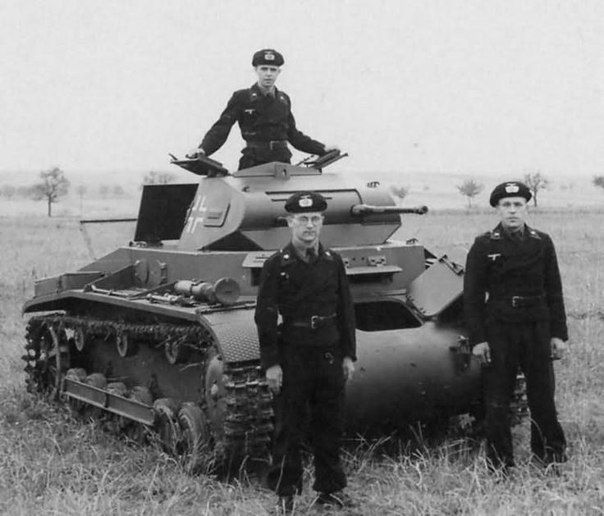Pz.Kpfw. II Ausf. B and his crew.