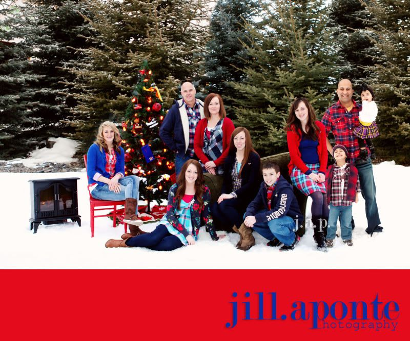 I Would Love To Take An Outdoor Family Christmas Photo Like This One Year Photography Poses Family Winter Family Photos Christmas Portraits