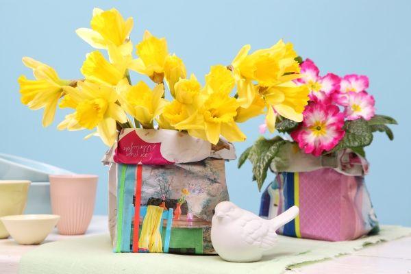 Papiertüten aus Zeitschriften-Seiten, Vasen, Upcycling, DIY