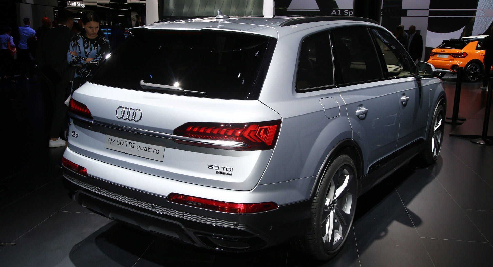 2020 Audi Q7 Stays Home For Public Debut Gears Up For Market Launch Live Images Audi Audiq7 Frankfurtmotorshow Galleries Newcars Audi Q7 Audi New Cars