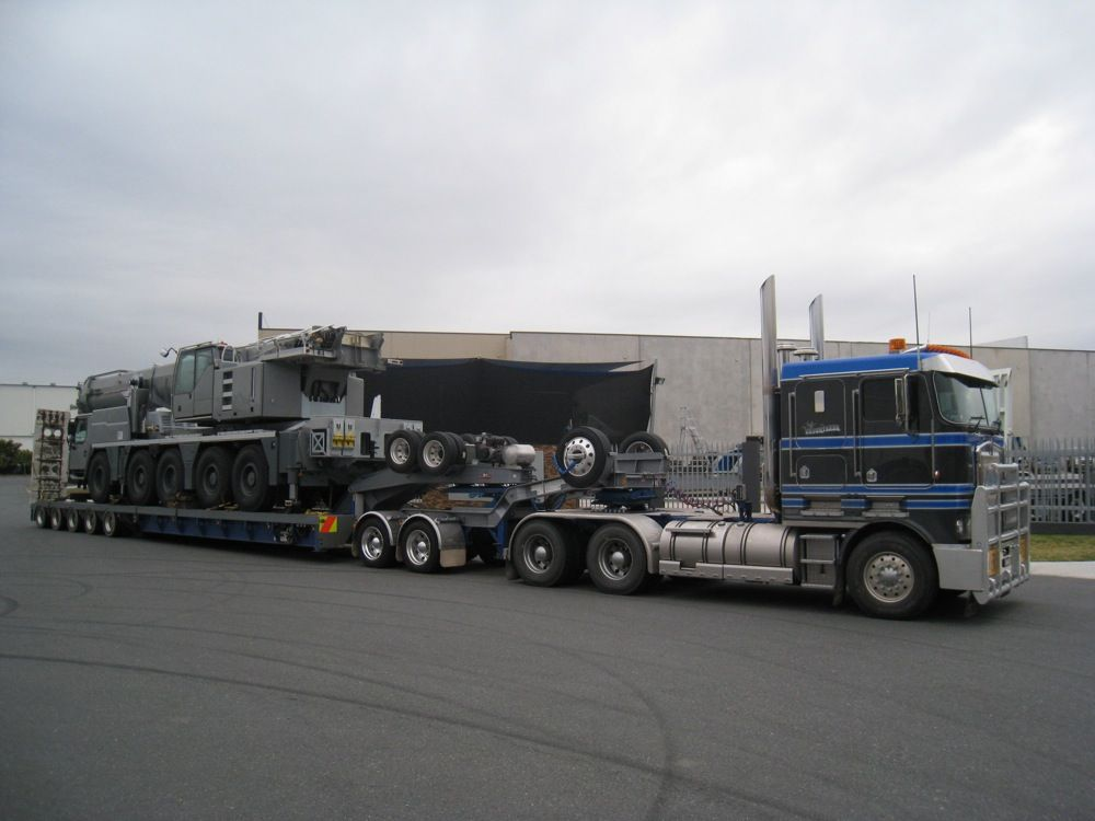 HHA Australia w/5 axle ramp trailer pulled by COE KW and 2 axle ...