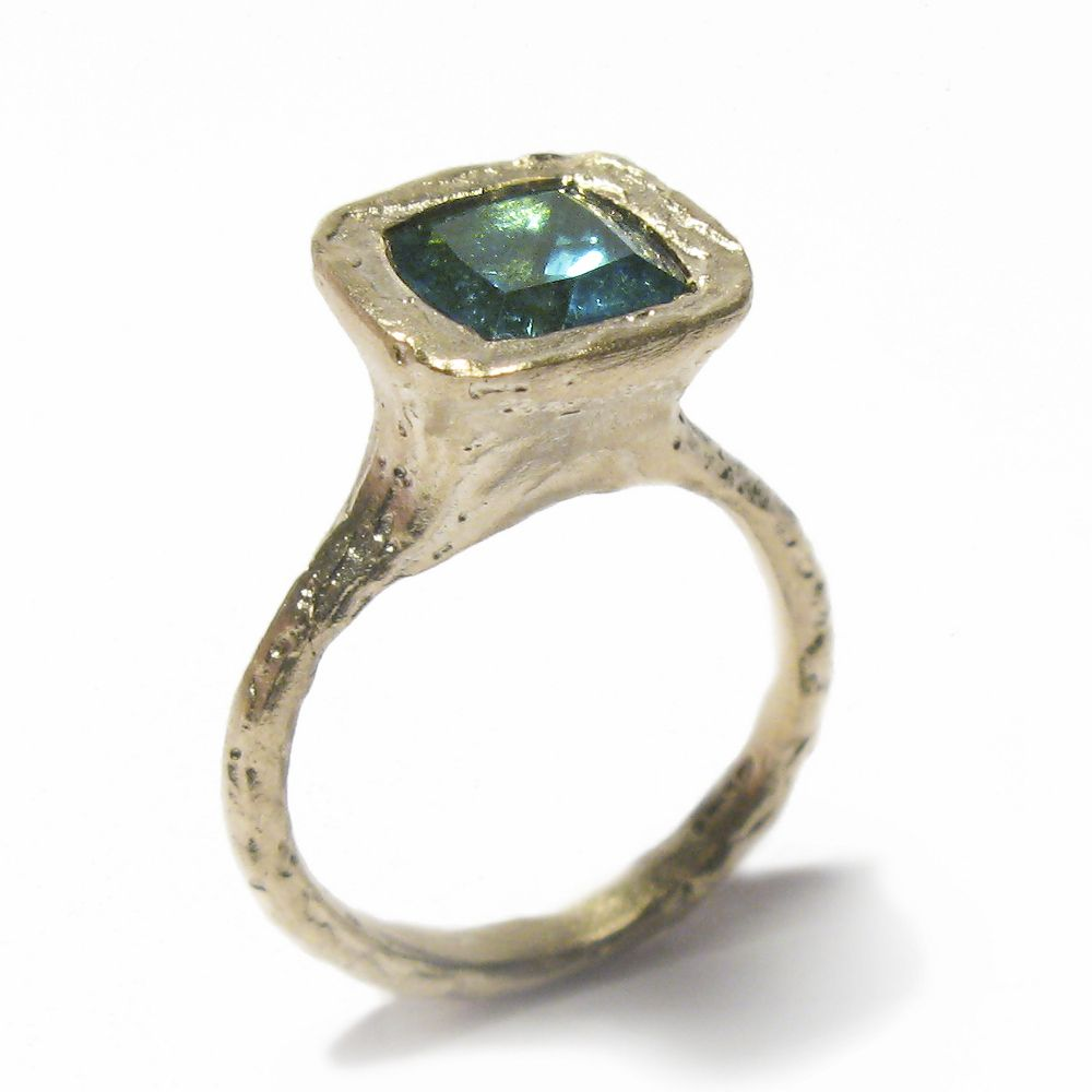 Diana Porter - 9ct yellow gold etched ring with green tourmaline