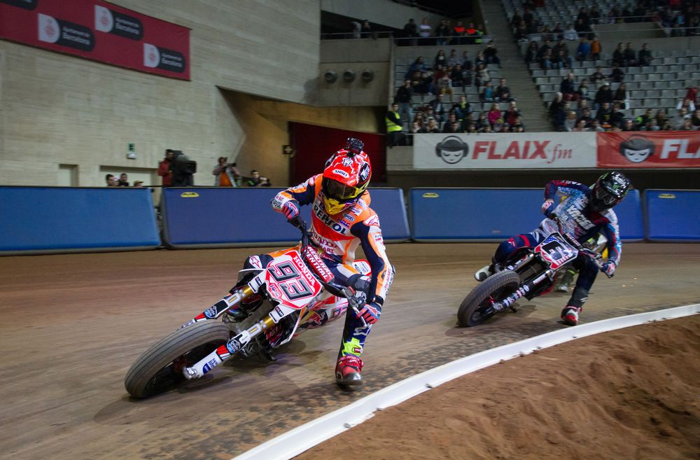 Superprestigio IV: Marc Marquez Finally Gets Brad Baker. The American Flat Track racer's streak was broken as the reigning MotoGP World Champion beats Baker for the first time.