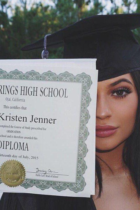 80cbdad18c469a 6 Ways To Ensure Your Makeup Won t Melt Off At Graduation