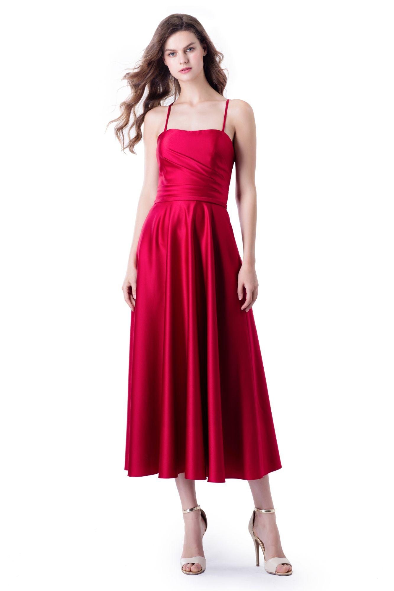 Rotes Abendkleid in 21/21 länge aus feinem Satin. Schlicht und