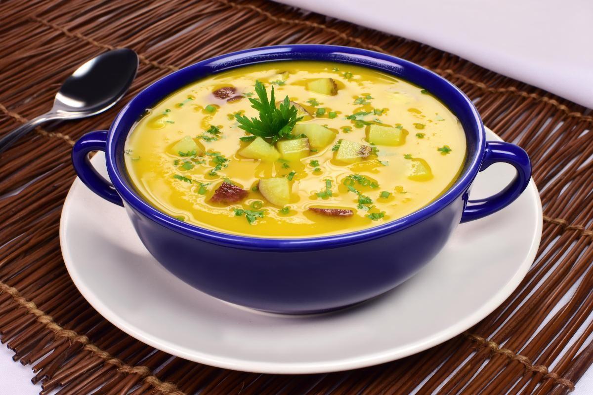 Sopa nutritiva de batata-doce com abóbora