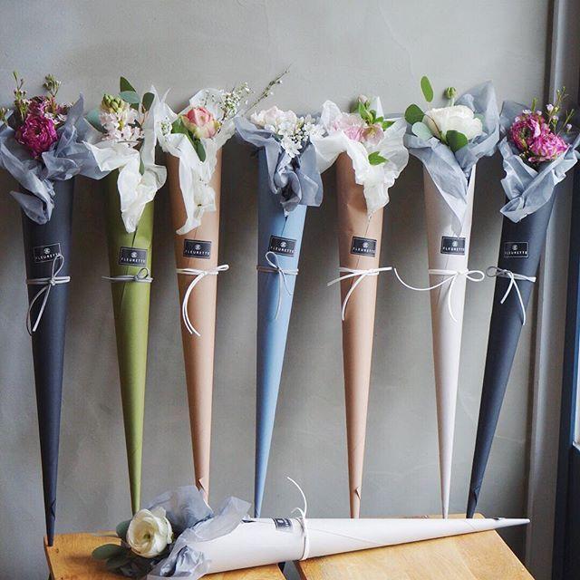 """플루에뜨 플라워&카페 on Instagram: """"골라받는 재미가있는 #졸업식꽃다발#한송이 . . .…"""""""