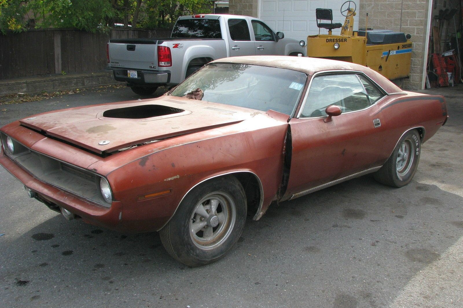 440, 6-Pack & Rust! 1970 Barracuda | Barn finds, Cars and Mopar