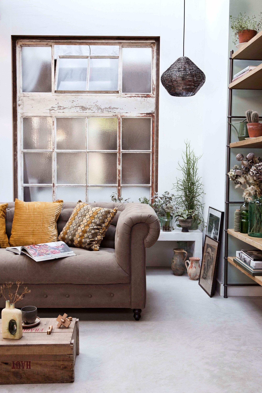 klassieke woonkamer met retro meubels | classic living room with ...